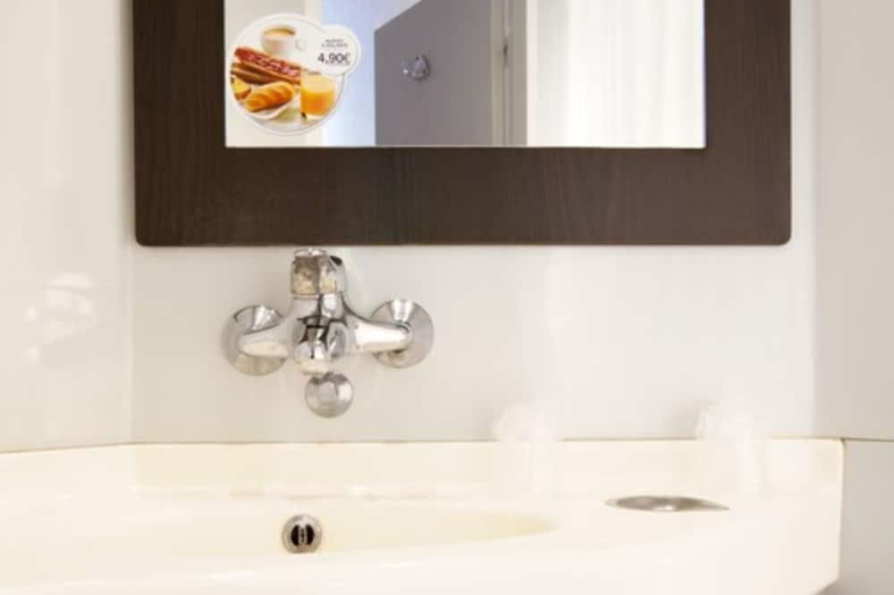 Standard-huone, Useita sänkyjä (1 Double and 1 Single bed) - Kylpyhuone
