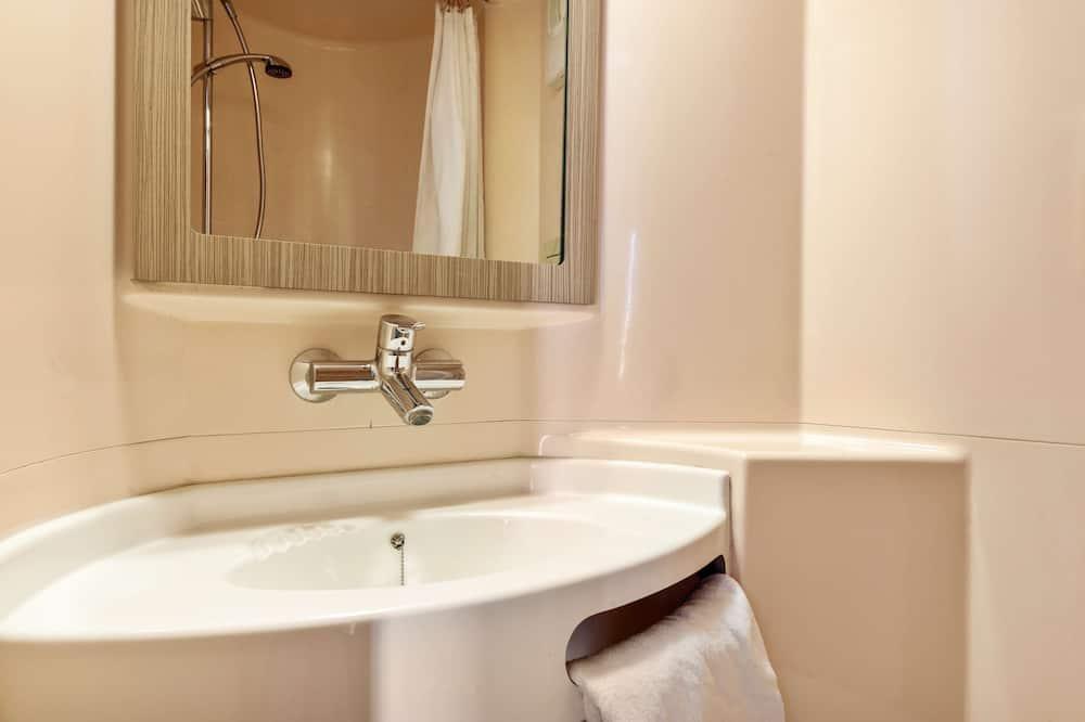 Стандартний тримісний номер, 3 односпальних ліжка - Ванна кімната
