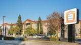 Book this Parking available Hotel in Visalia