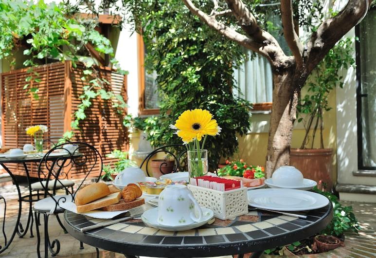 Relais Le Clarisse a Trastevere, Roma, Tempat Makan Luar Ruangan