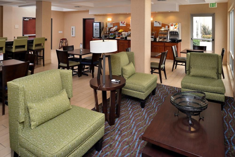 Holiday Inn Express Hotel Suites San Go Otay Mesa Lobby Sitting
