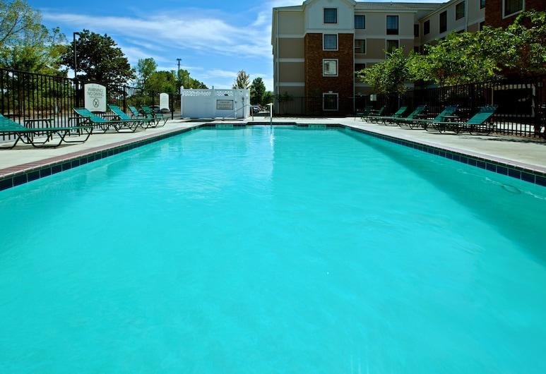 印弟安納波里斯機場駐橋套房飯店, 普蘭菲爾德, 游泳池