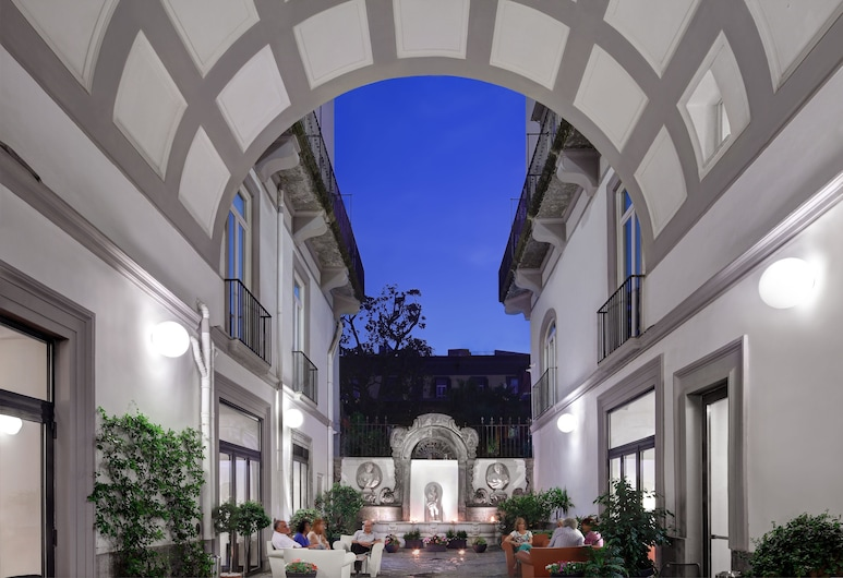 Hotel Piazza Bellini & Apartments , Naples, Cour