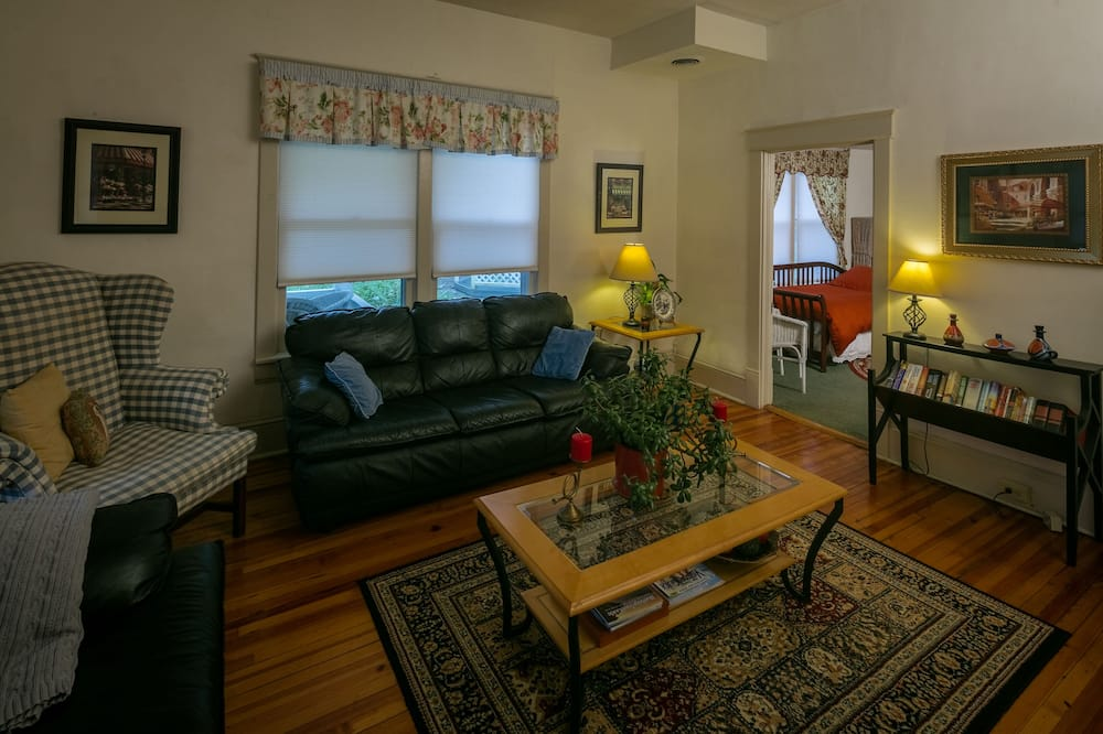 Squire Taylor Suite - Living Area