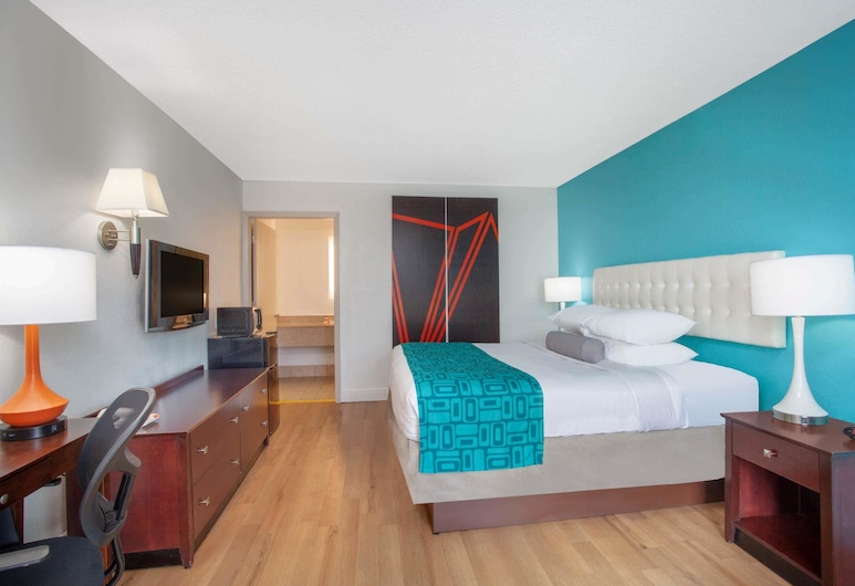 Howard Johnson by Wyndham Airport Florida Mall, Orlando, Room, 1 King Bed, Accessible, Non Smoking (Mobility/Hearing Impaired), Guest Room