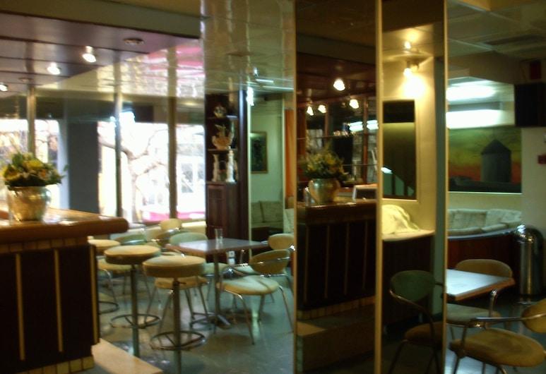Claridge Hotel, Athén, Hotel bár