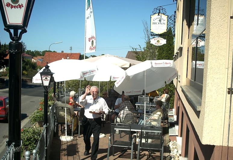 Gasthof Hotel Zum Ross, Wertheim, Terraza o patio