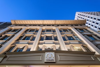 Enter your dates to get the Adelaide hotel deal