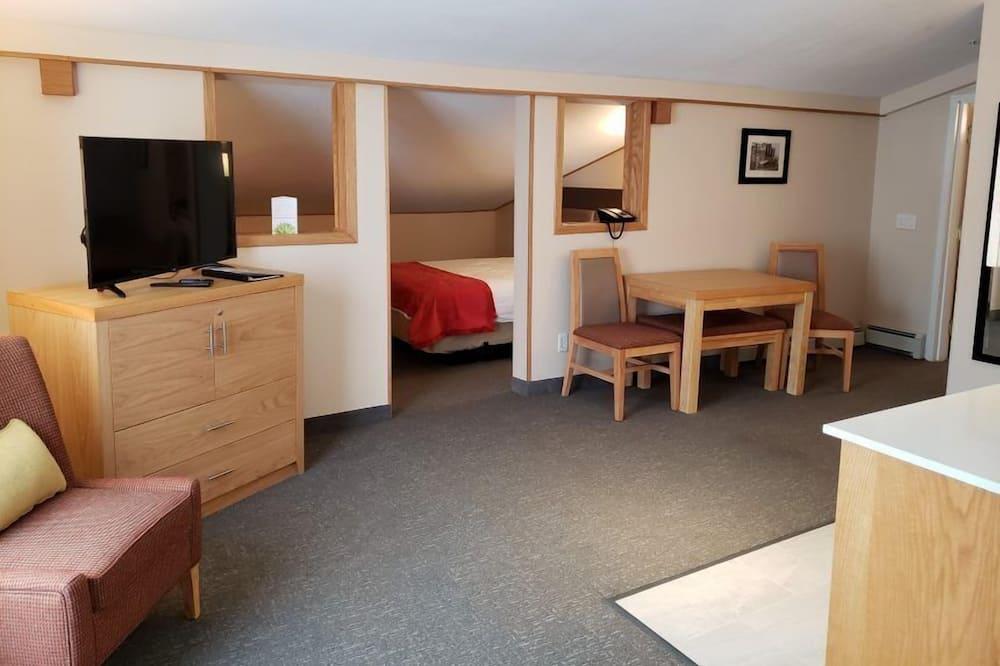 Family Studio Suite, 1 Bedroom, Non Smoking, Kitchenette - Living Area