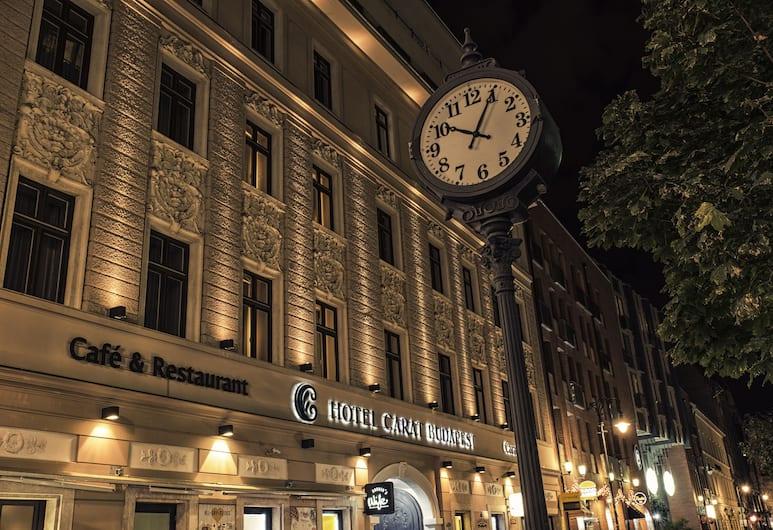 Carat Boutique Hotel, Budapest, Voorkant hotel - avond/nacht