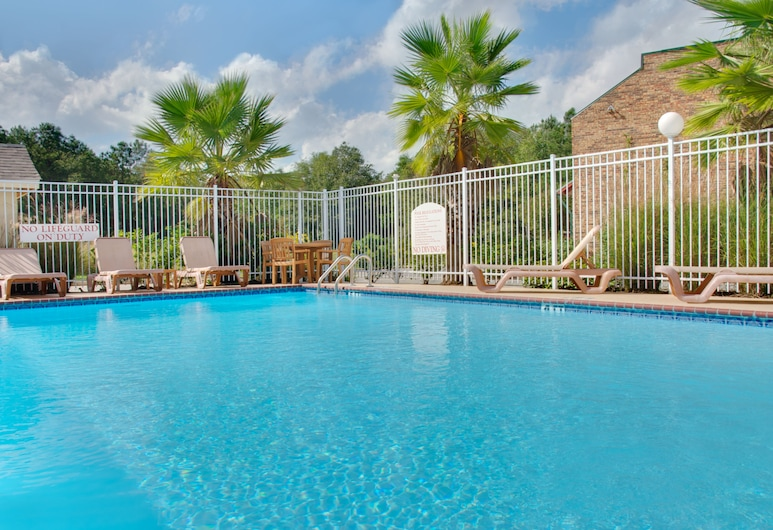 Holiday Inn Express Leesville, New Llano, Pool