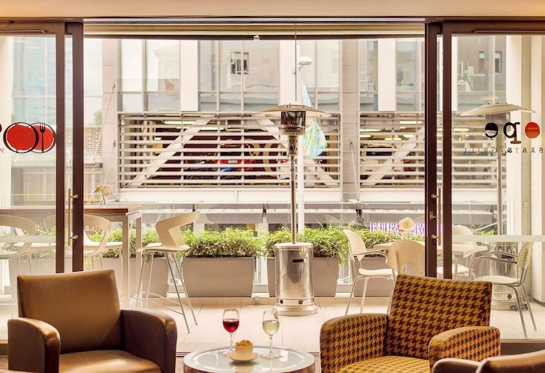 ibis Christchurch, Christchurch, Hotel bár