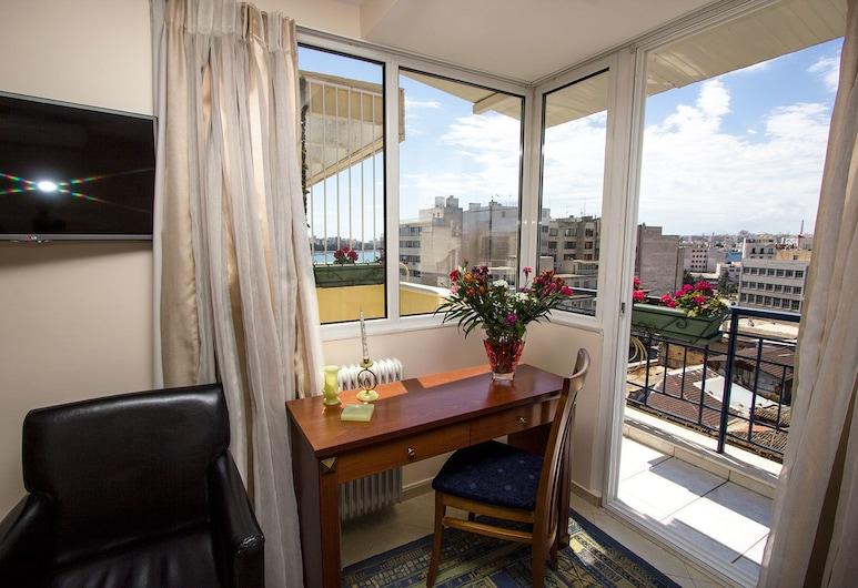 Hotel Triton, Piräus, Executive-Doppel- oder -Zweibettzimmer, Balkon, Wohnbereich