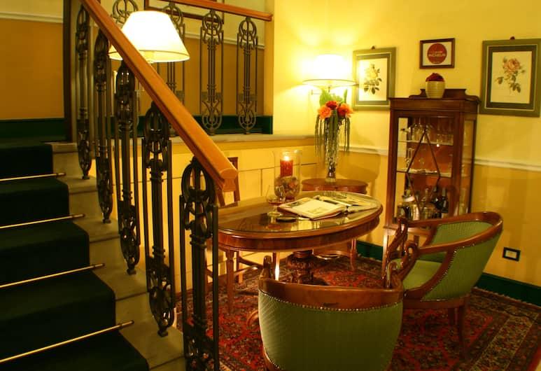 Rosary Garden, Florence, Ruang Duduk Lobi