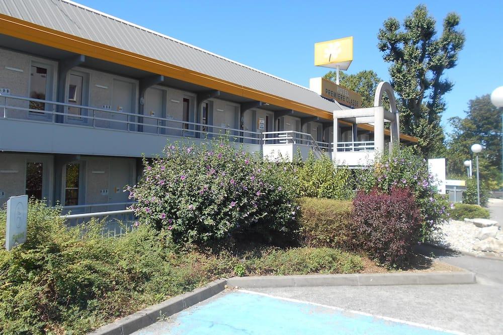Фасад готелю