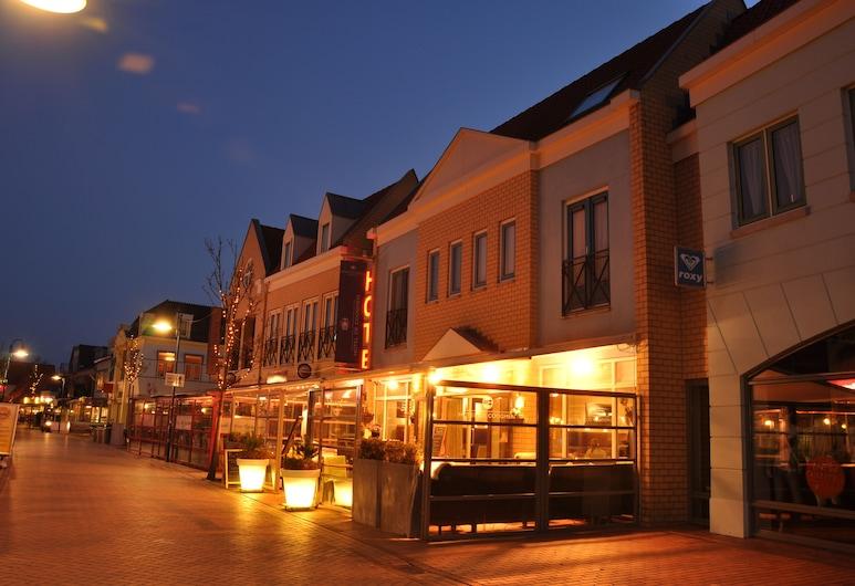 Fletcher Hotel - Restaurant De Cooghen, De Koog, Hotellets facade - aften/nat