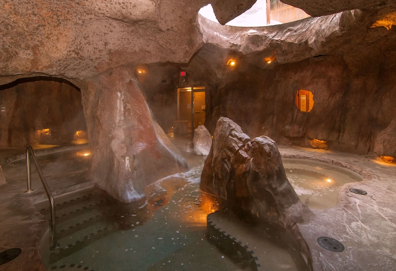The Fox Hotel and Suites, Banff, Indoor Spa Tub