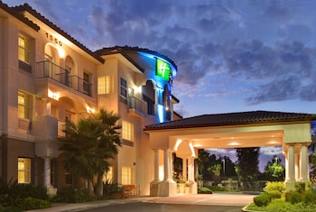 Picture of Holiday Inn Express Hotel & Suites Corona in Corona