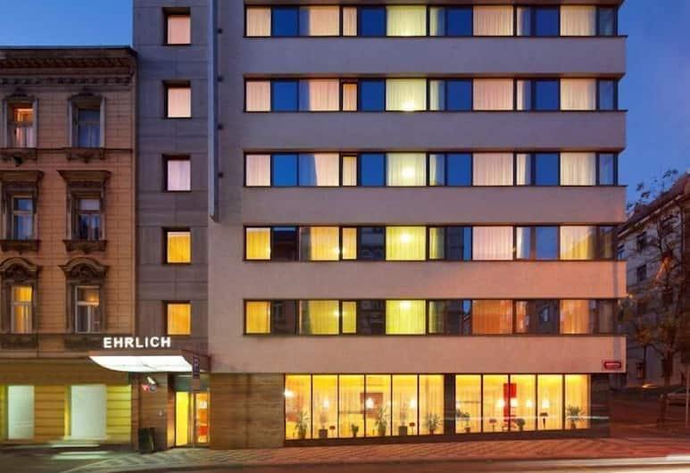Hotel Ehrlich, Praha, Viešbučio fasadas vakare / naktį