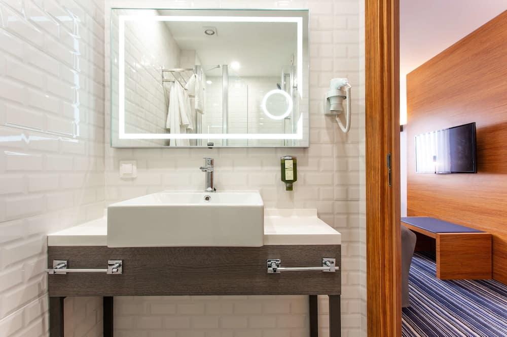 Номер «Делюкс», 1 ліжко «кінг-сайз» та розкладний диван, для некурців (with Sofabed) - Ванна кімната