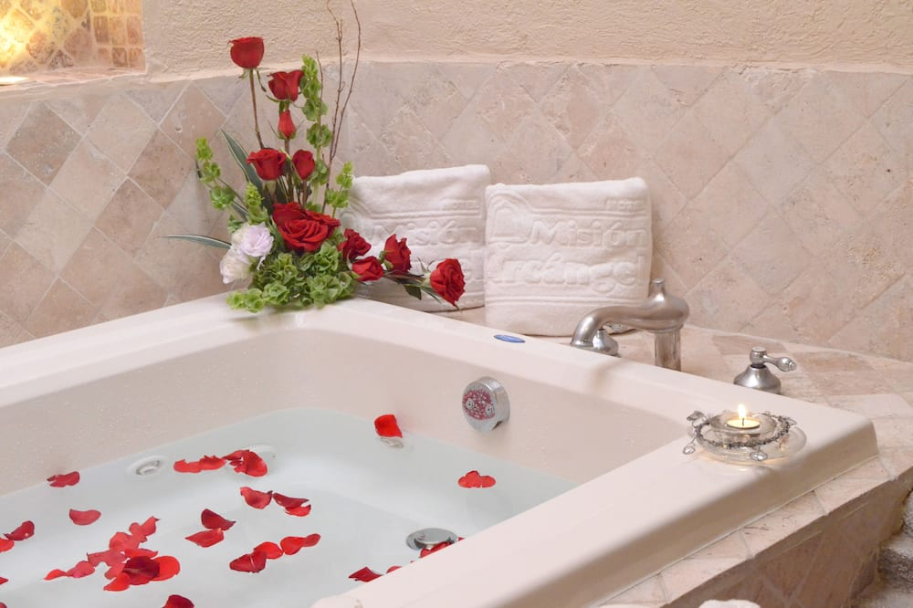 Žemesnės liukso klasės numeris, 1 labai didelė dvigulė lova - Sūkurinė vonia