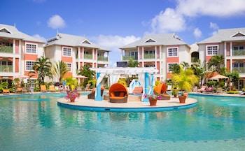 ภาพ Bay Gardens Beach Resort ใน กรอสไอเลต