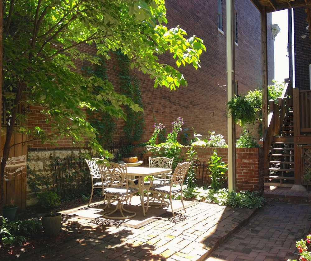 Napoleon\'s Retreat Bed and Breakfast (St. Louis, United States of ...