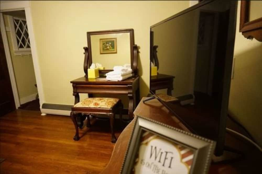 University Circle Bed And Breakfast Cleveland Room Bedroom 4 Guest