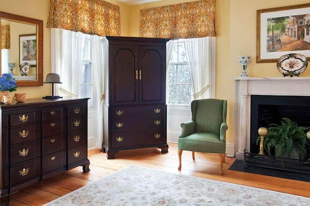 Room, 1 King Bed, Corner - Living Area