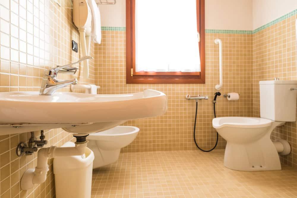 Standard Büyük Yataklı Tek Kişilik Oda, Engellilere Uygun, Sigara İçilmez - Banyo