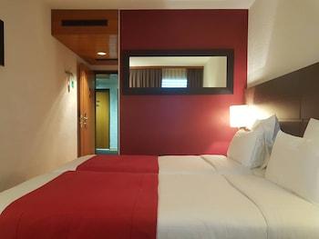 Introduce sus fechas y vea precios de hoteles última hora en Meyrin