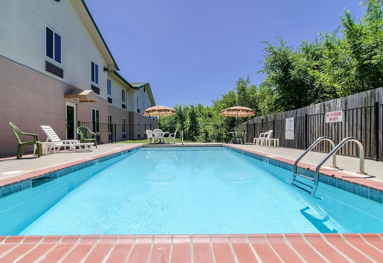 Quality Inn Junction City - Near Fort Riley , Junction City, Outdoor Pool