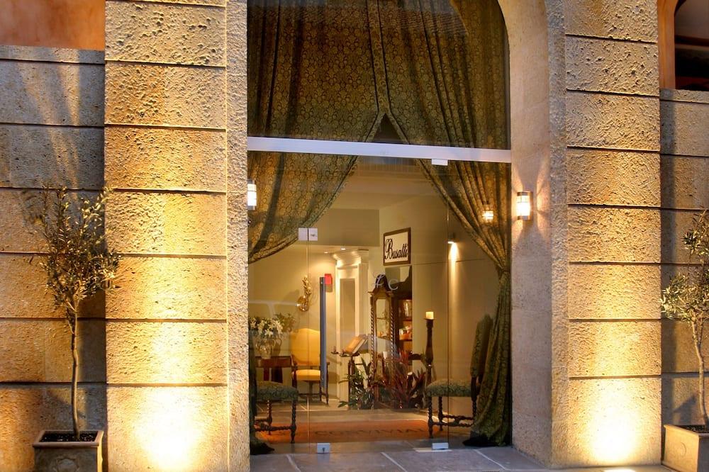 Le Convivial Luxury Suites & Spa