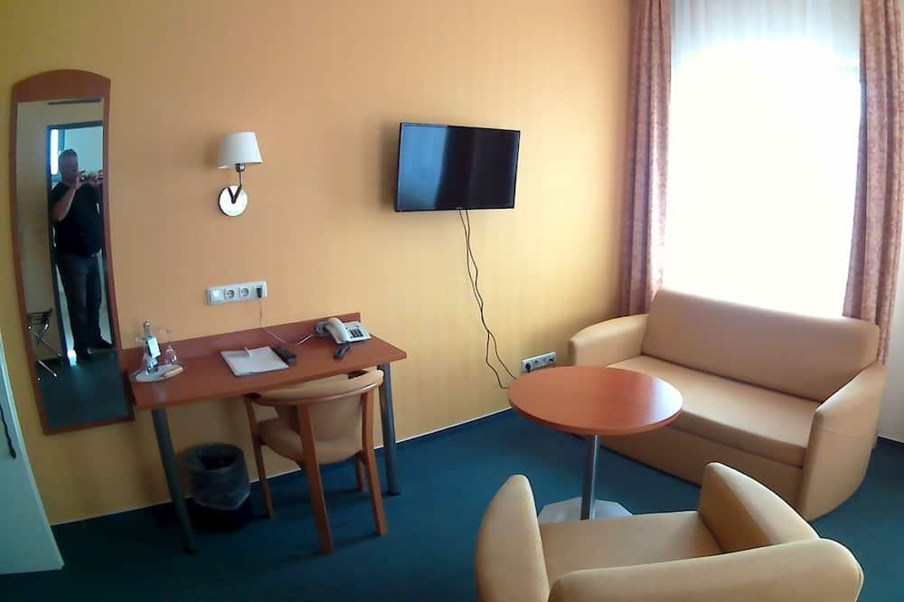 舒適三人房, 1 張加大雙人床, 非吸煙房, 城市景觀 - 客廳