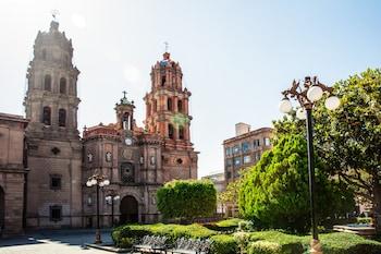 Fotografia hotela (Fiesta Inn San Luis Potosi Glorieta Juarez) v meste San Luis Potosi