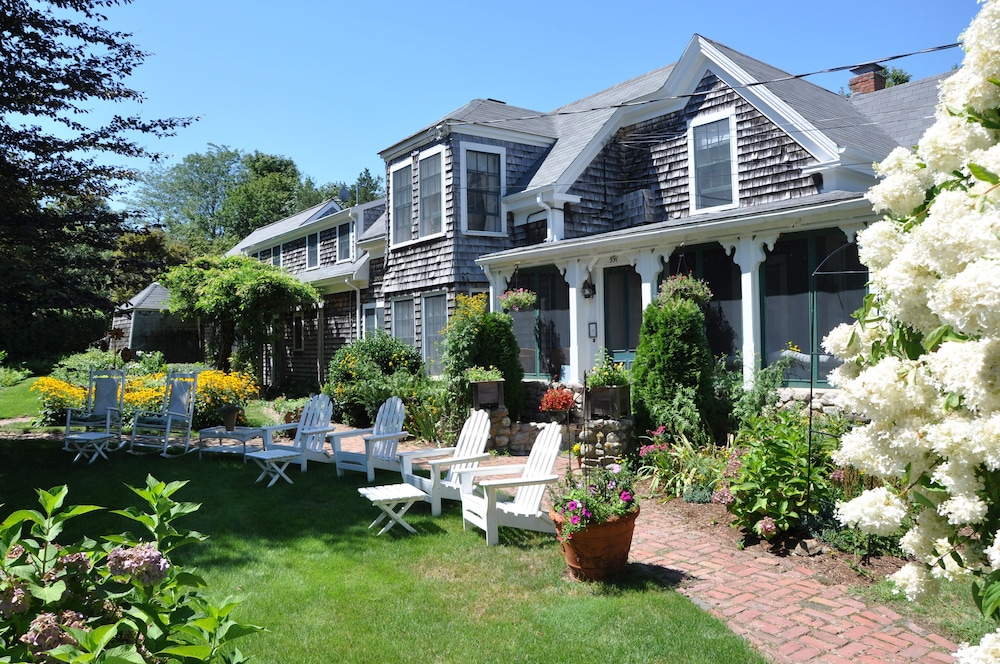 Honeysuckle Hill Inn, West Barnstable
