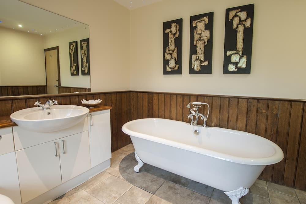 Honeymoon Suite, 1 King Bed - Bathroom