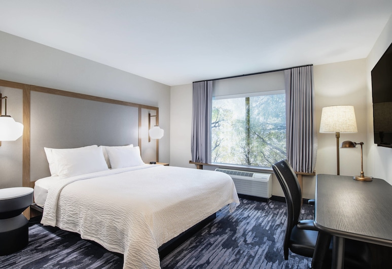 Fairfield Inn and Suites by Marriott Kelowna, Келовна, Номер, 1 двуспальная кровать «Кинг-сайз», для некурящих, Номер