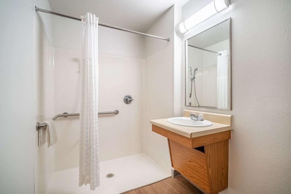Suite, 1 Queen-Bett, barrierefrei, Nichtraucher - Badezimmer