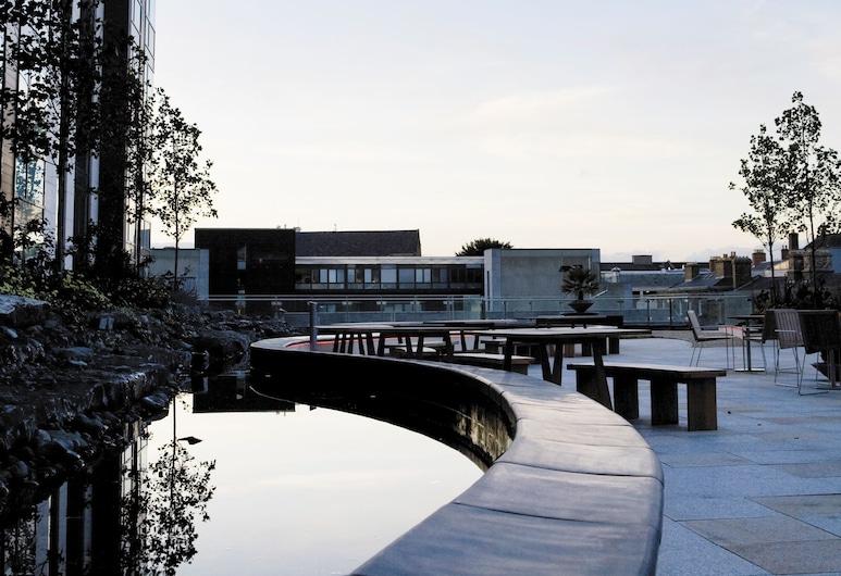 Radisson Blu Royal Hotel, Dublin, Дублин, Стандартный номер, Вид на двор