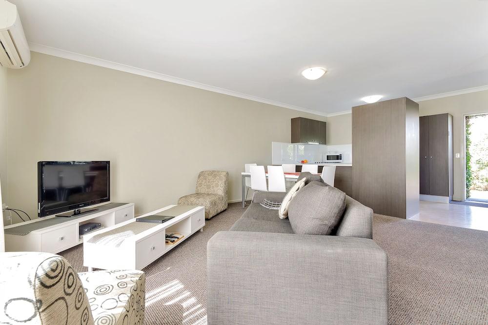 ห้องสแตนดาร์ดสวีท, 2 ห้องนอน, ปลอดบุหรี่, ห้องครัว (Apartment) - พื้นที่นั่งเล่น