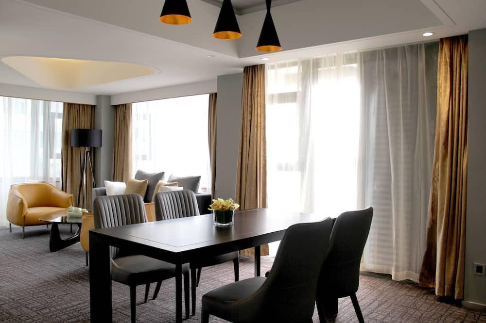 스위트, 침실 2개 - 거실 공간