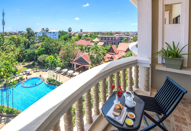 Borei Angkor Resort & Spa, Siem Reap, Premier Twin Room, Pool View, Balcony View