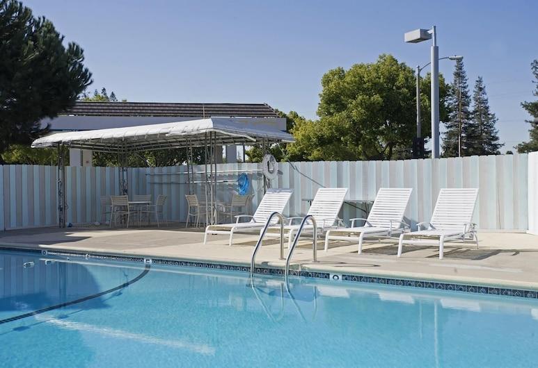 Americas Best Value Inn Livermore, ליברמור, בריכה חיצונית