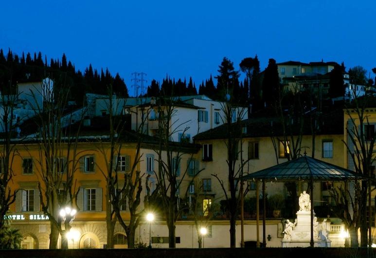Hotel Silla, Florenz, Hotelfassade am Abend/bei Nacht