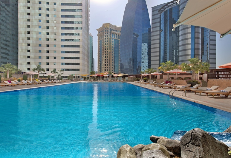 Ezdan Hotel, Doha, Pool