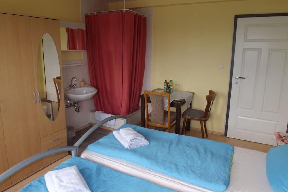 Kahden hengen huone, Jaettu kylpyhuone - Oleskelualue
