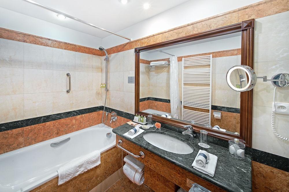 Elite Double or Twin Room - Bathroom