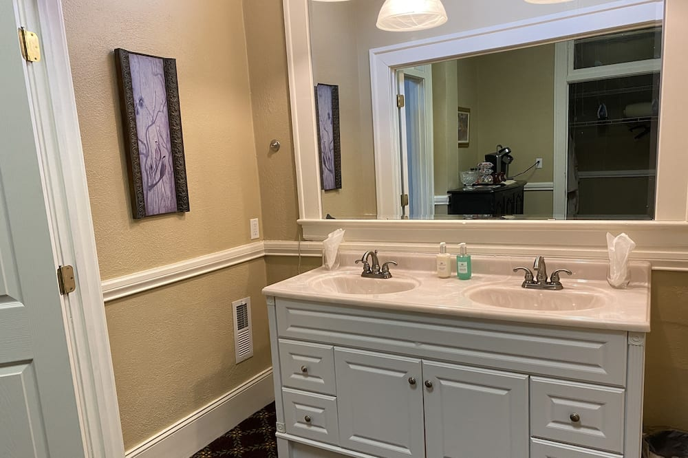 ห้องสวีท, หลายเตียง - ห้องน้ำ