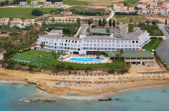 Φωτογραφία του Corallia Beach Hotel Apartments, Πέγεια